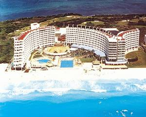 Golden Shores and Crown Paradise Club Cancun
